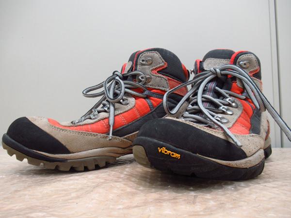 登山靴 トレッキングブーツ1